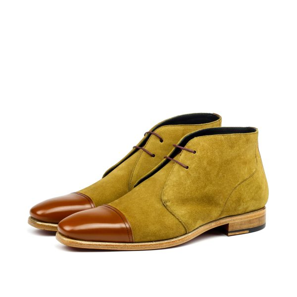 Chukka boot in camel and cap toe in caramel calfskin