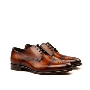 Zapatos para hombre derby con puntera perforada en piel marrón patinada a mano
