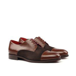 Zapato artesanal Derby con puntera perforada en boxcalf y ante marrón