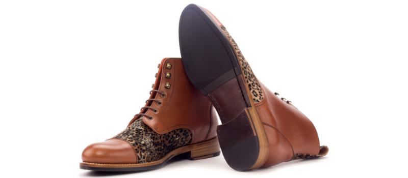 Bota-cap-toe-para-mujer-en-box-calf-cognac-y-terciopelo-print-2.jpg